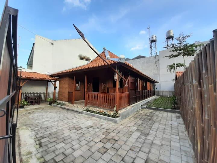 Rumah Aisya 1, A Traditional Limasan House
