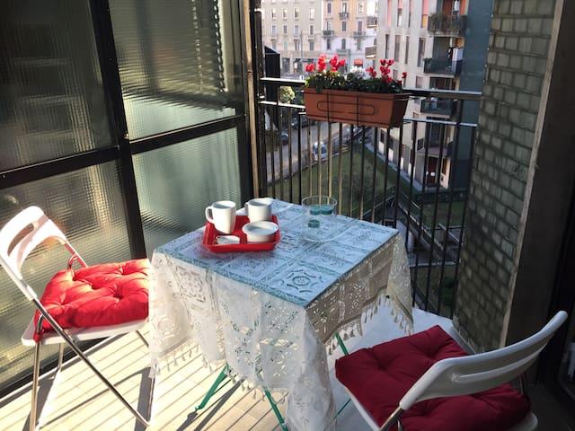 Studio con terrazzo vicino a Porta Romana - Milão - Apartamento