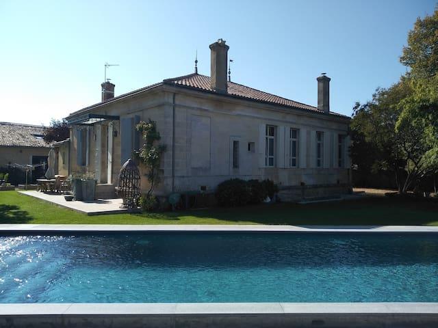 Bordeaux Sud -Splendide Villa - 280 M2- Piscine
