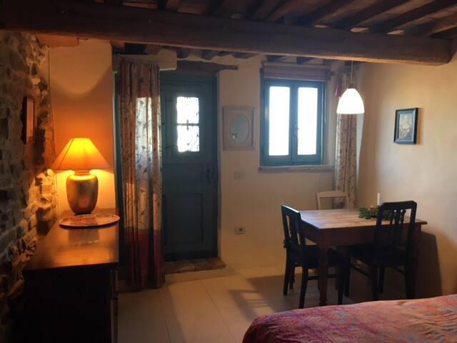 Van-Gogh-Apartement /1-2 Pers. /Küche/Bad/Garten