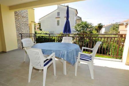 Ferienwohnung mit Balkon - Poreč - Apartment
