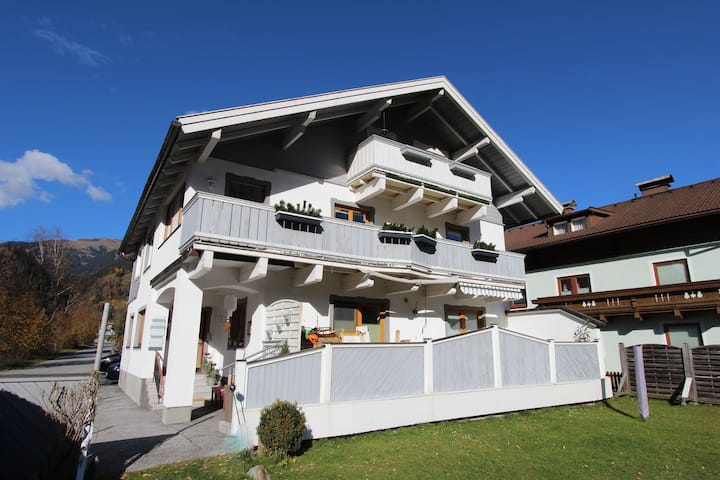 Mountain-View Apartment with Garden in Mühlbach