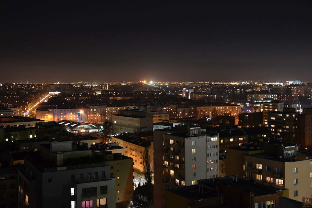 Panorama nocą na Warszawę