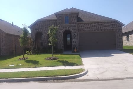Lovely, private room, share bath Rm A in Forney TX