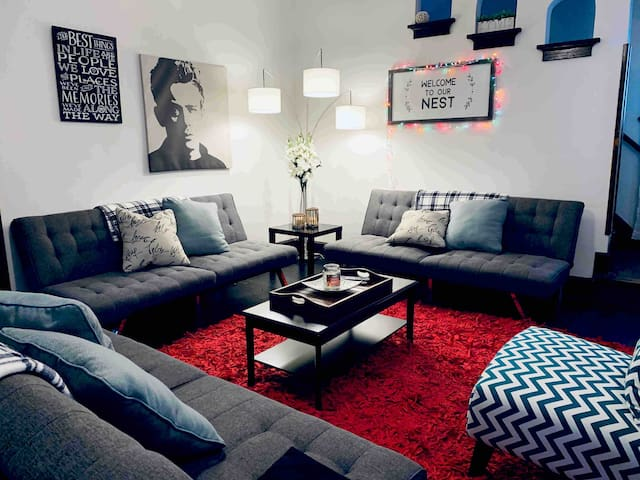 5* ENTIRE HOME •CHARMING •COZY •FRESH •5mins to DT