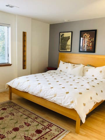 King size bed, new sealy posturepedic mattress.