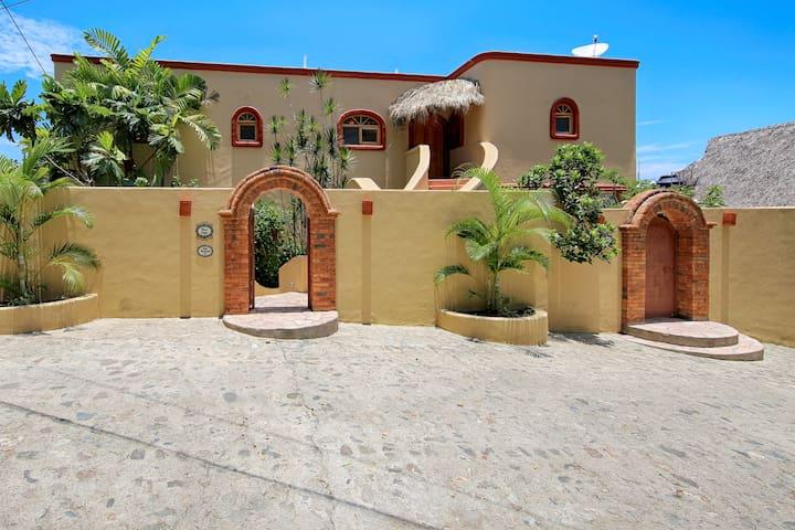 building front #10 Calle Naranjito