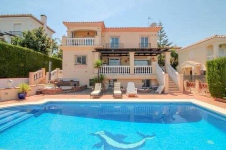 Magnificent and charming villa for big families