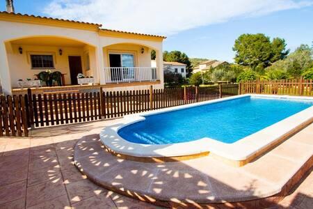 Villa Mas Borras, nestled in the hills of Costa Dorada, only 3km from the beach! - Costa Dorada - 别墅