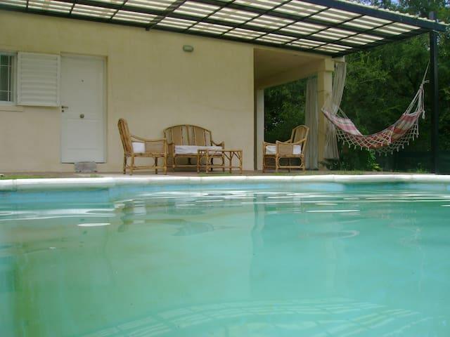 Casa con pileta a 50m del Lago San Roque. - San Roque - Natuur/eco-lodge