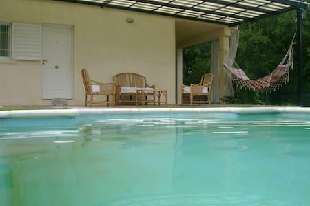 Casa con pileta a 50m del Lago San Roque. - San Roque - Nature lodge