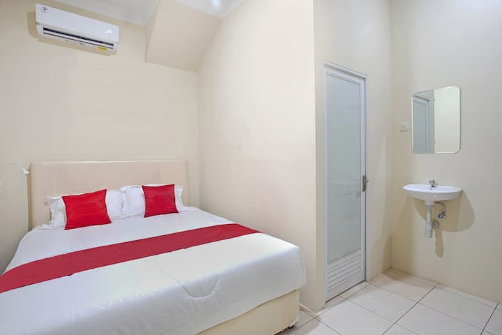 Deluxe Double Room at INNJOY GUESTHOUSE SEMARANG