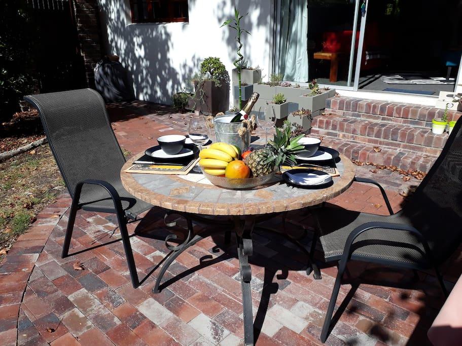 Patio garden, enjoy a relaxing breakfast in the sunshine.