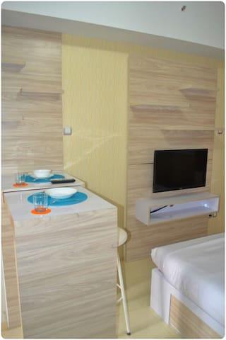LED TV 32inci, drag table and stool bar
