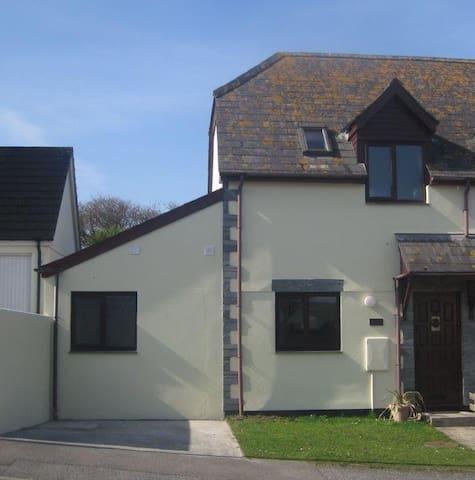 Modern house in Boscastle! Sleeps 2-4 - Boscastle - Rumah