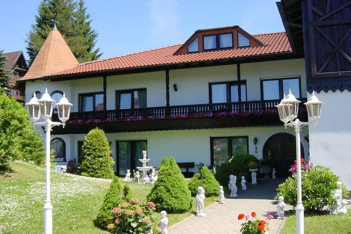 Pension Jägersruh -Balkon/Terrassenzimmer- - Fichtelberg
