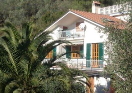 Casa Debora, uliveti e vista mare - Leivi