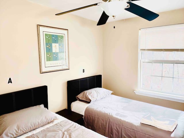 #202B Cozy Shared Room in Annapolis(MALE ONLY)