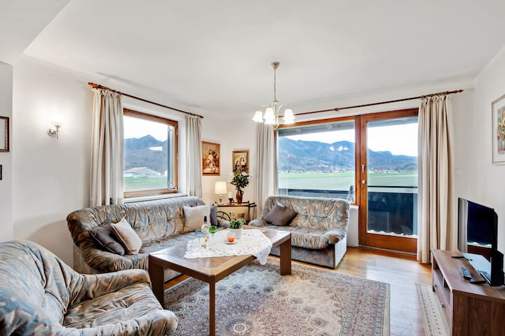 "Cosy Apartment ""Ferienwohnung Helga Rossbach"" with Mountain View, Wi-Fi & Balcony; Parking Available, Dogs Allowed"