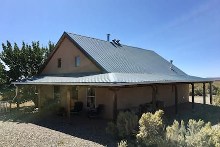 Pet Friendly  -Private Oasis- Close to Hot Springs