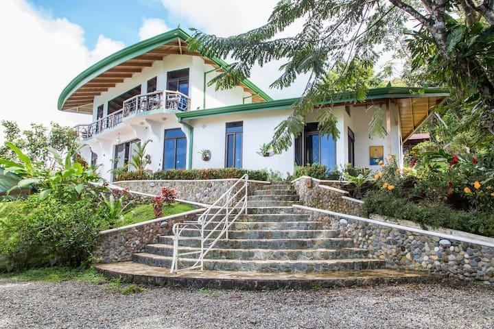 Villa de Cabras, Room 1