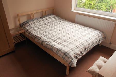 Double Bedroom in Great Location! - Casa