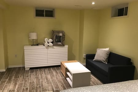 Lake front basement studio apartmen - Toronto - Appartement