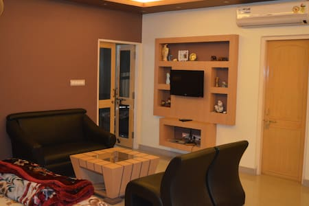 RedChillies 1 1/2 bed Apartment bedroom+study room - Lucknow