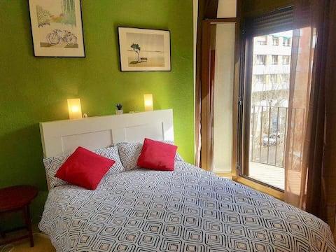 Komfortables Zimmer in der Nähe des Strandes und des Bahnhofs