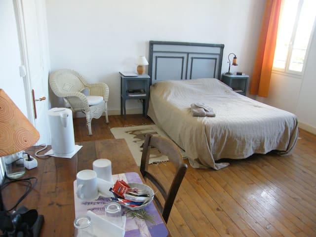 Chambre 20m2 dans maison salle d'eau privative, WC - Condom