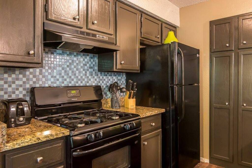 Full kitchen available to guest