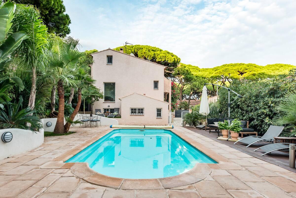 Belle villa avec piscine chauffée à côté de la Plage Bona