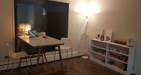 Clean & Comfortable Bedroom (Near Downtown,17Ave)