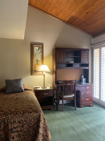3 Bedroom Suite-3 Twin Beds and Shared Bathroom