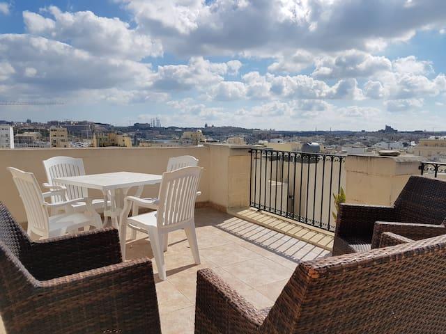 2 Bedroom Duplex Penthouse, Gzira - Il-Gżira - Haus