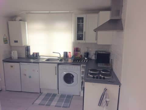 **Private Modern, bright & airy appartment**
