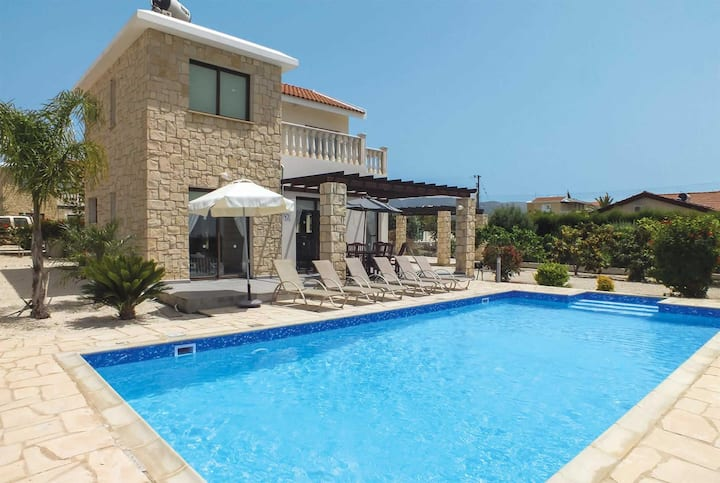 Modern 3 bed villa close to resort and the beach
