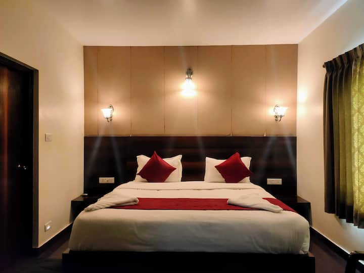Spacious Room for two in the Heart of Ooty