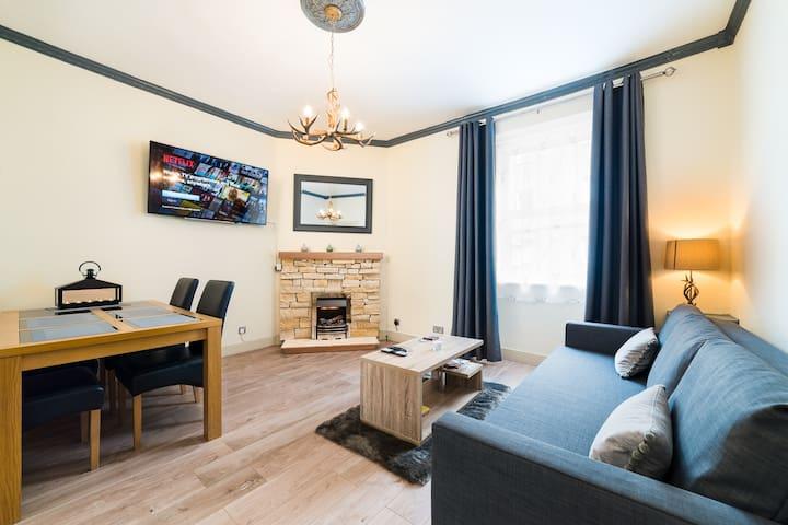 NEW. Spacious 1 bedroom city centre apartment