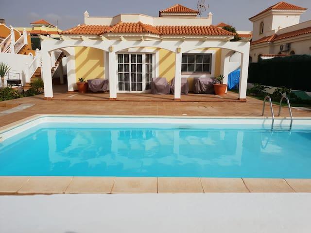 Villa con piscina en fuerteventura