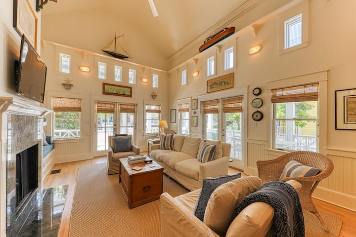 High-end cottage w/ wraparound decks, a shared pool, walk to the beach!