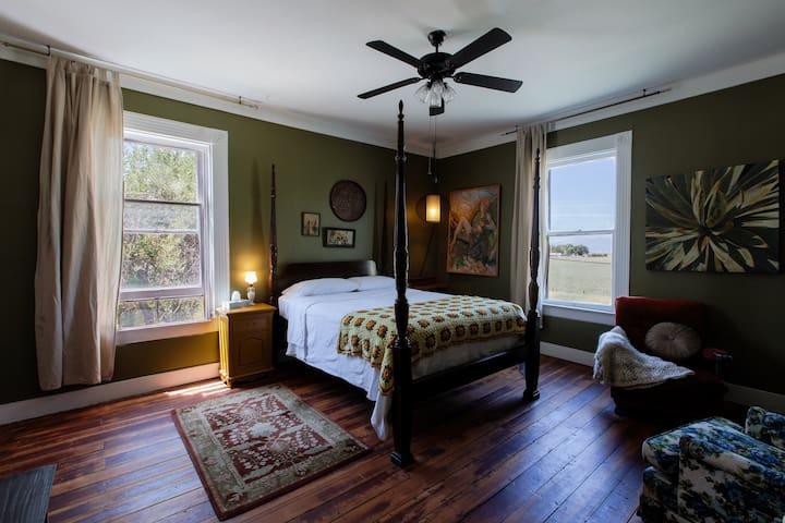 Charlotte Room at Gilded Drifter Inn Loyalton