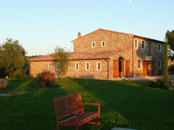 Tuscan casale with amazing view for 20 guests