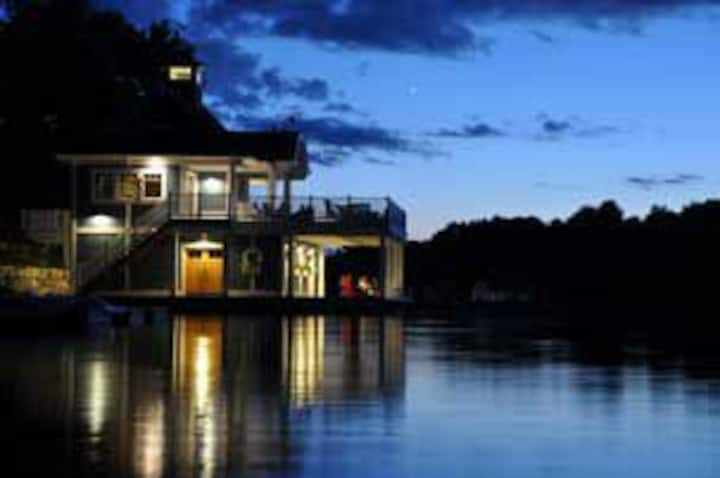Luxury Villa located on beautiful Lake of Bays.