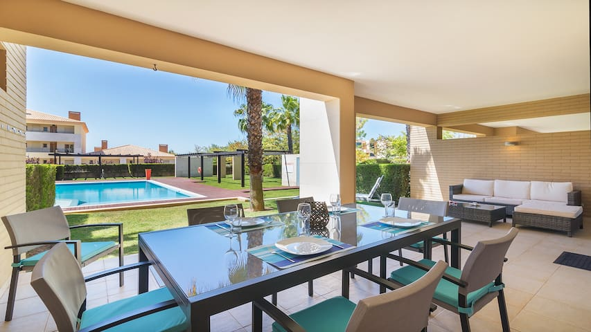 Vilamoura townhouse with pool
