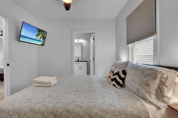 Queen bedroom 2, with smart tv.