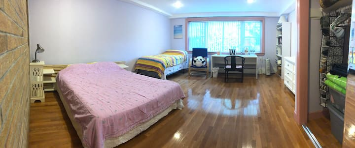 西屯美宅大套间出租 A large Bedroom & Living room for rent.