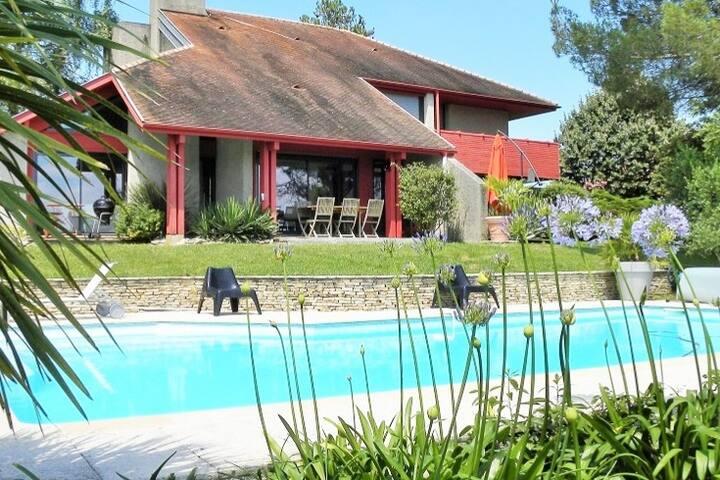 Face Pyrénées Villa d'architecte en Sud majeur
