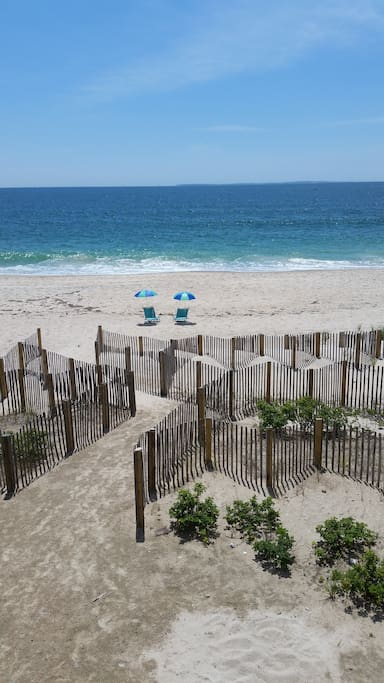 Private beach oceanfront cottage houses for rent in for Beach house ri