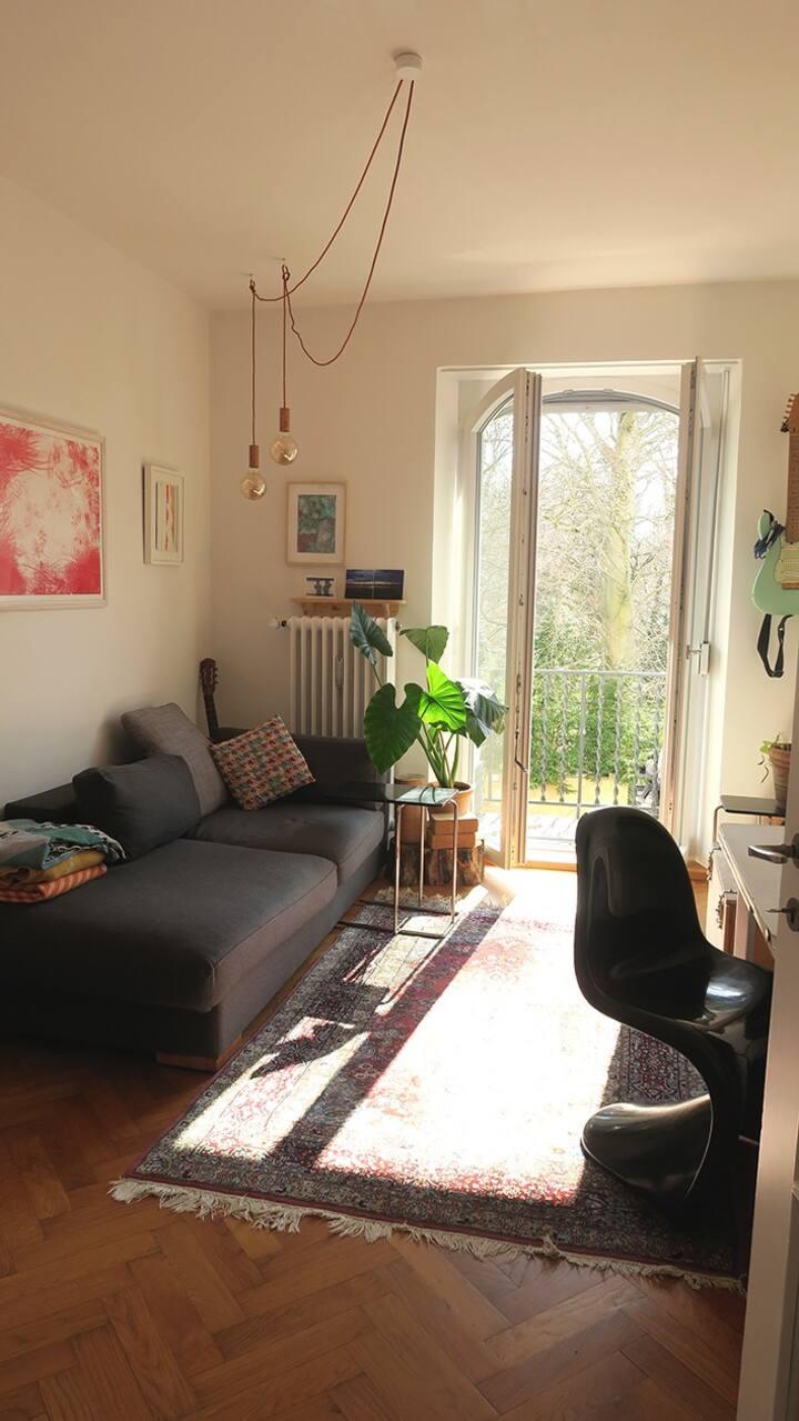 Helle Wohnung mit Balkon am englischen Garten